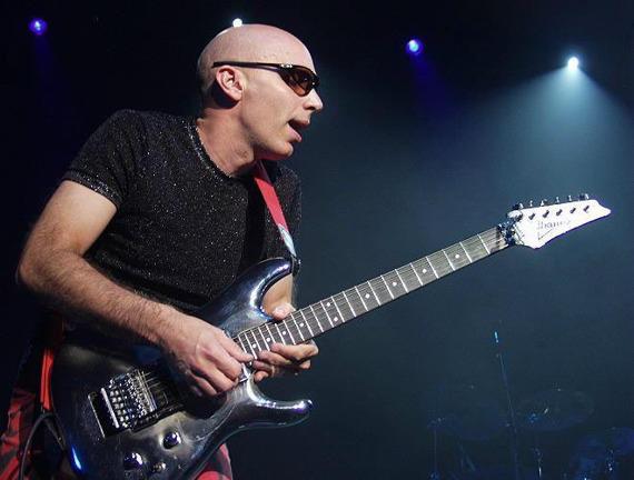 miniaturka gitary JOE SATRIANI: IBANEZ JS BLACK