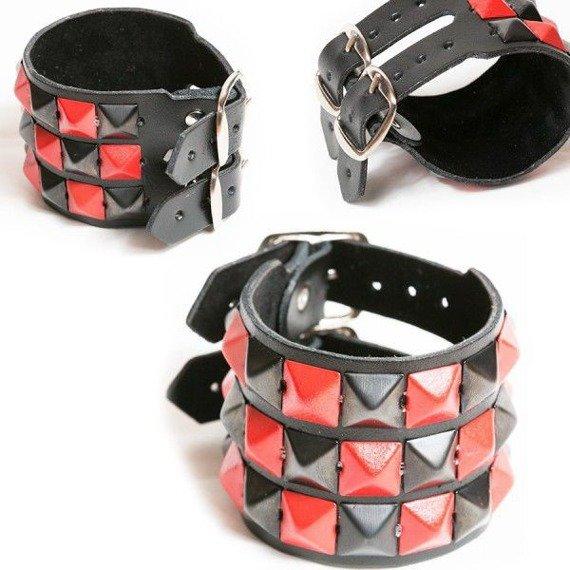 pieszczocha 3-rzędowa z piramidami czarno - czerwonymi